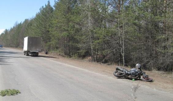 В Братске 24-летний мотоциклист врезался в грузовик. Пострадали два человека
