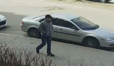 В Иркутске разыскивают вора-барсеточника, похитившего из автомобиля имущество на 500 тысяч рублей