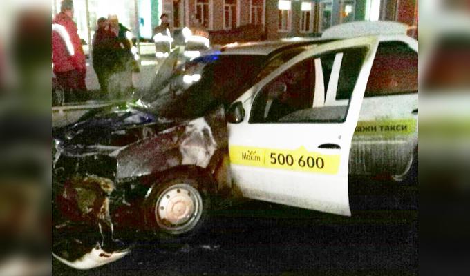 ВИркутске врайоне аэропорта сгорел автомобиль службы такси «Максим»