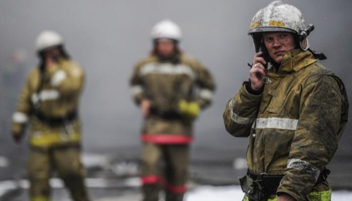 Вночь на7мая вИркутской области сгорели пять домов иодин автомобиль