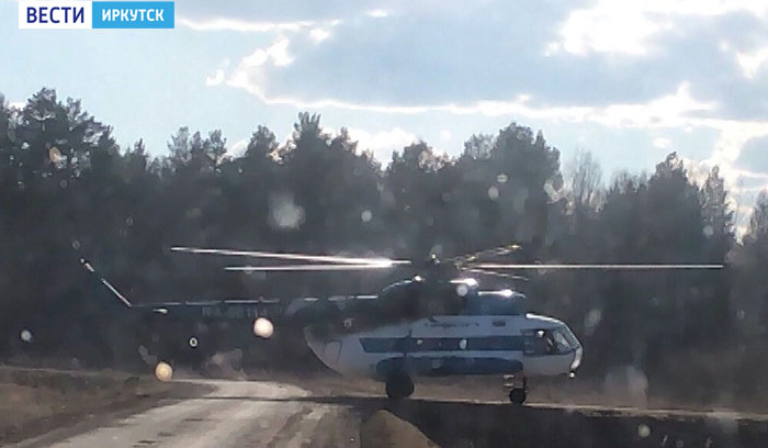 В Тайшетском районе на автомобильную дорогу приземлился вертолет Ми-8