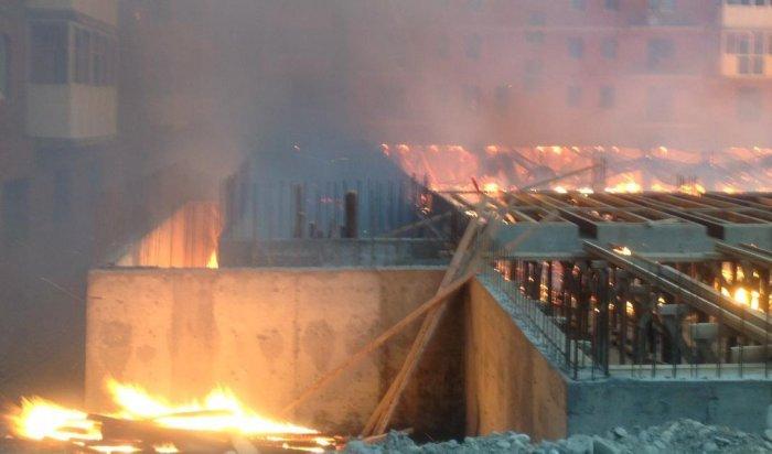 В Иркутске в Академгородке горела строящаяся подземная парковка
