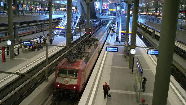 Мужчина сножом напал напассажиров навокзале вМюнхене
