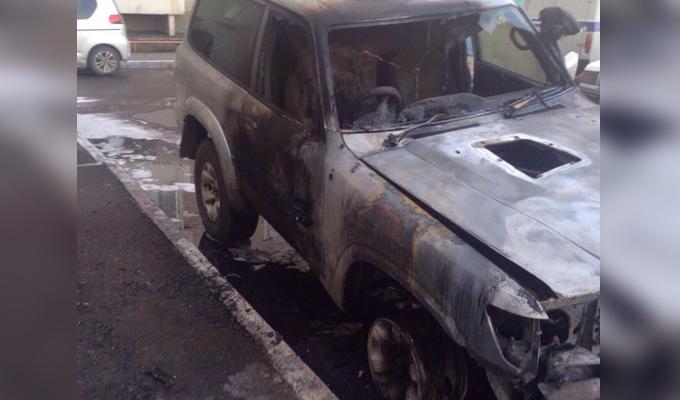 В Иркутске ночью 12 мая сгорел автомобиль Nissan Safari