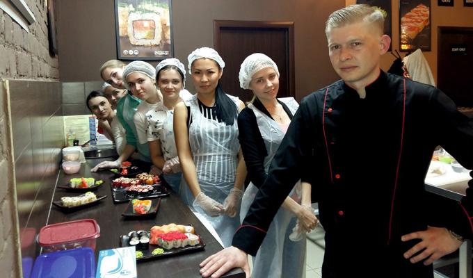 Участницы MISS INTERNATIONAL BAIKAL посетили мастер-класс поприготовлению роллов