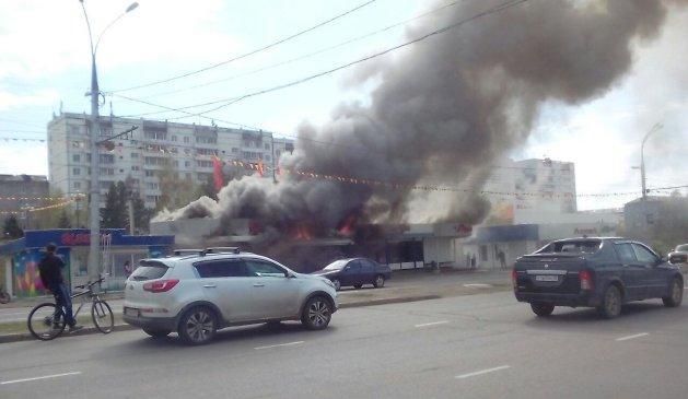 В Иркутске в Солнечном на остановке «ДКЦ Дружба» произошел пожар