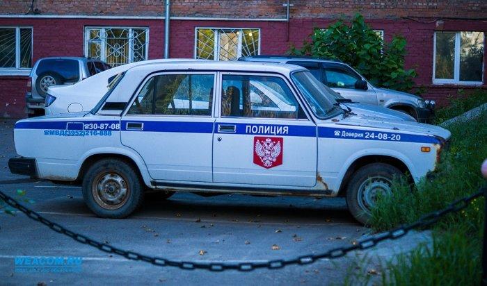В Иркутске мужчина похитил из салона «Хонды» ноутбук и пакет с продуктами
