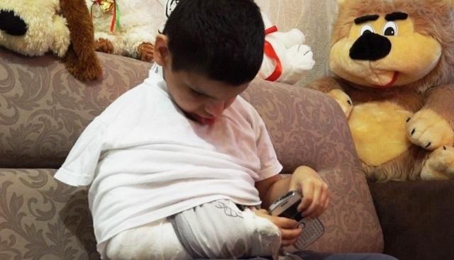 ВСургуте воспитатель реабилитационного центра сломала руку слепому ребенку
