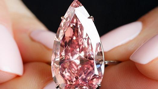 Нааукционе вЖеневе зарекордную сумму продан один из крупнейших розовых бриллиантов