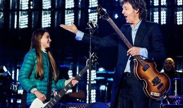 ВАргентине 10-летняя девочка сыграла набас-гитаре сПолом Маккартни