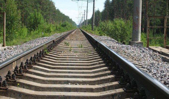 В Чунском районе 63-летняя женщина попала под грузовой поезд
