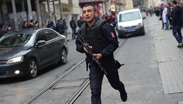 Террорист-смертник подорвал себя входе полицейской операции вТурции