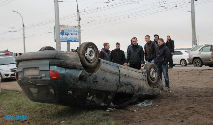 В Иркутске на плотине ГЭС столкнулись три автомобиля. Два человека пострадали