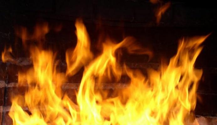 Ночью 26мая вИркутске сгорел автомобиль Toyota RAV4