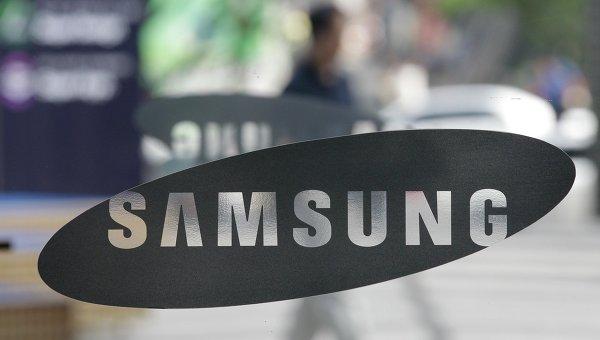 Samsung разработал дисплей, скручивающийся вцилиндр