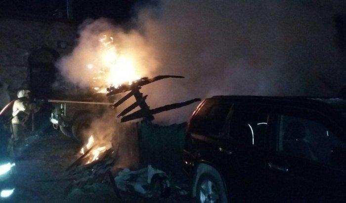 ВИркутске ночью 30мая наавтостоянке сгорели пять машин