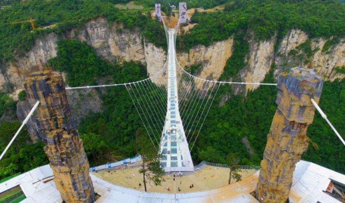 Вкитайских горах построили самый длинный вмире мост изстекла