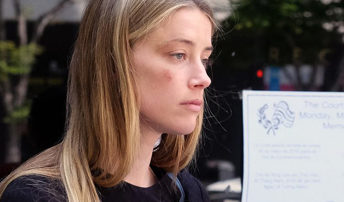 Эмбер Хёрд заявила вполицию опобоях, которые нанёс ейДжонни Депп