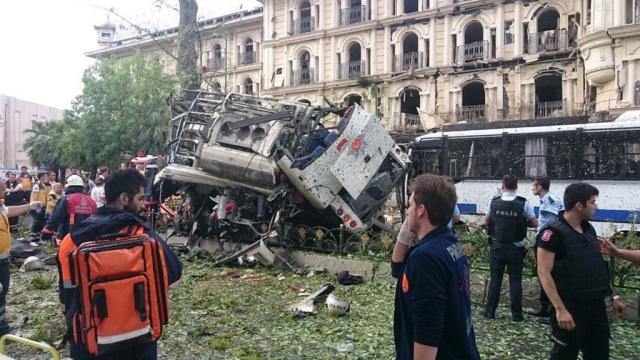 ВСтамбуле уавтобусной остановки прогремел мощный взрыв