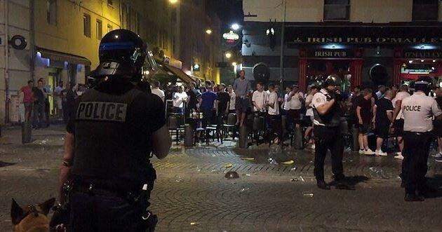 Английские футбольные фанаты устроили беспорядки вМарселе