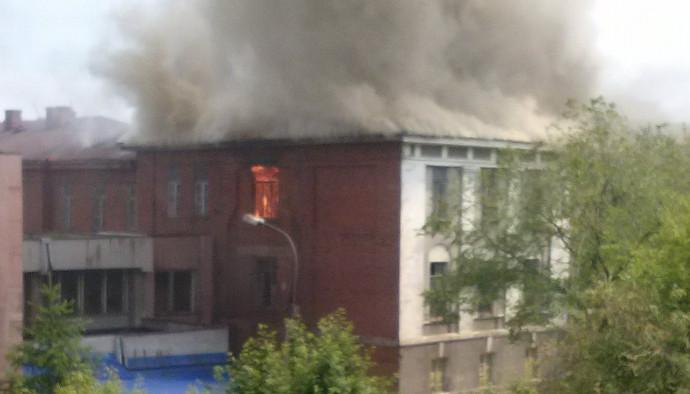 В Иркутске горел заброшенный корпус ИВВАИУ