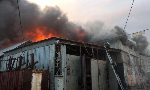 Склад мебельной фабрики «Ивушка» горит в Усолье-Сибирском