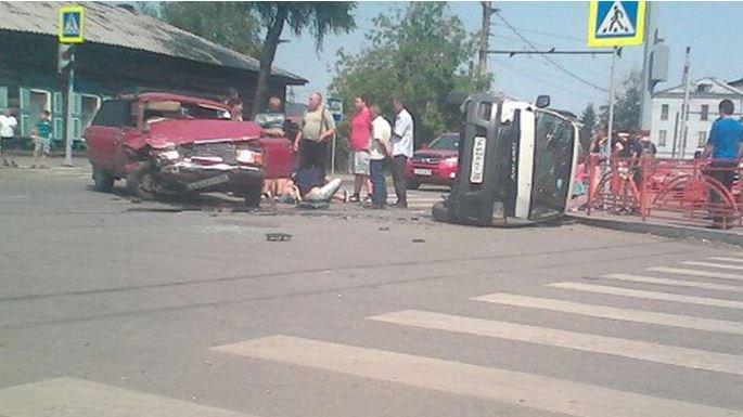 «Жигули» врезались вмикроавтобус вИркутске
