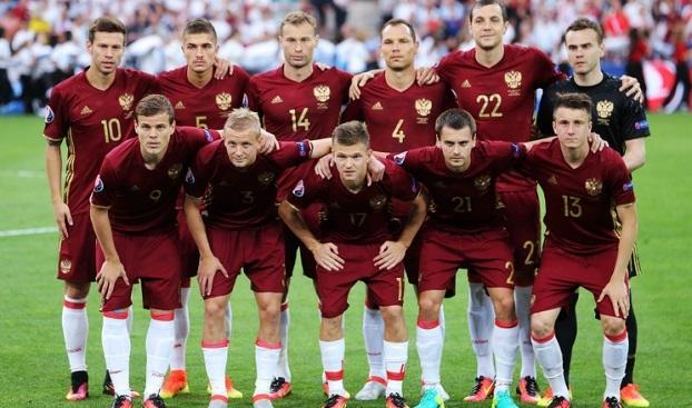 УЕФА оштрафовал Российский футбольный союз иусловно дисквалифицировал сборную России доконца «Евро 2016»