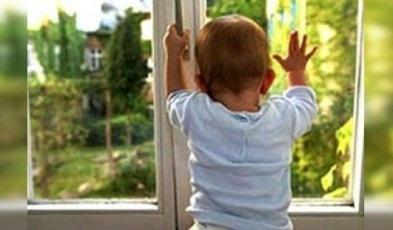 Полуторагодовалый ребенок выпал изокна третьего этажа вАнгарске