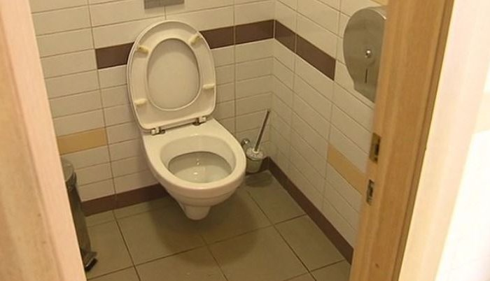 Московскую кофейню обвиняют вустановке камер под ободком унитаза