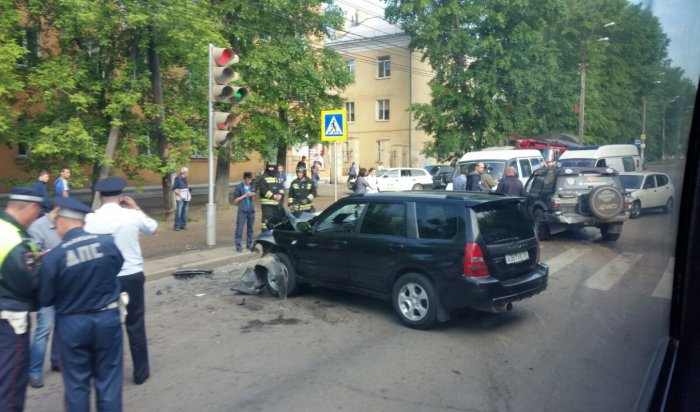 В Иркутске произошла авария с участием четырех машин