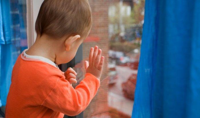 ВБратске трехлетний мальчик упал сбалкона многоэтажного дома