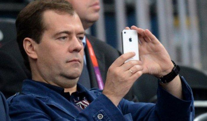 Медведев опубликовал фото, обработанное впопулярном приложении Prisma