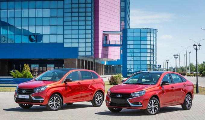 Автоконцерн «АвтоВАЗ» представил «юбилейные» версии Vesta иXRAY