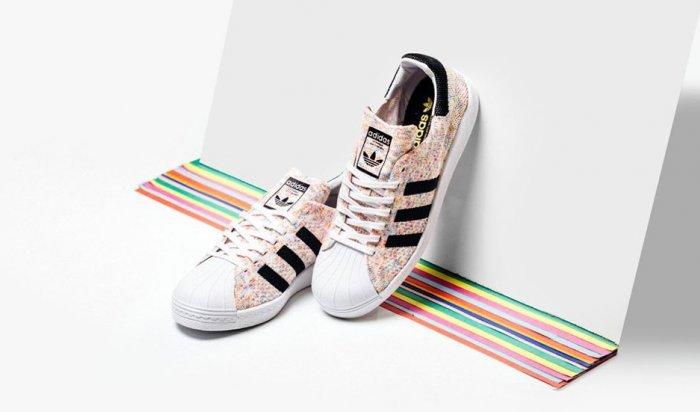 Adidas Originals выпустил кроссовки с ЛГБТ-символикой