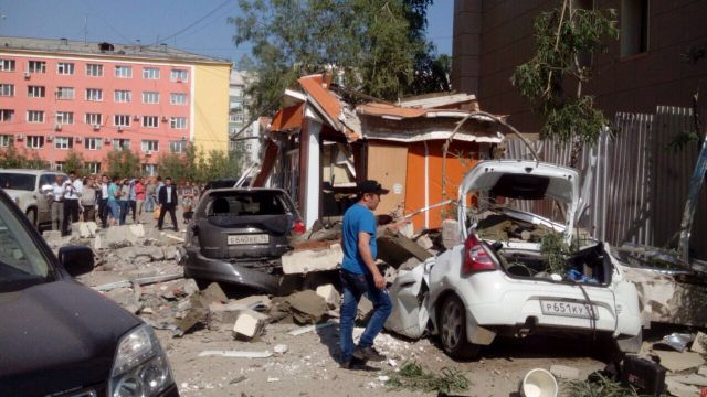 ВЯкутске при обрушении части крыши Сбербанка пострадал человек