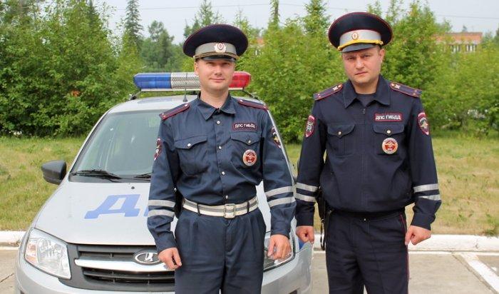 В Усть-Илимске дорожные полицейские спасли на пожаре троих жильцов