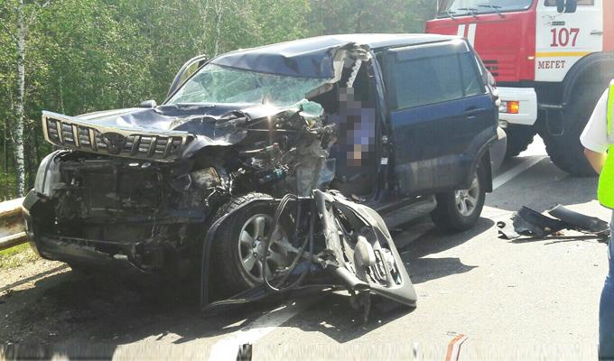 В страшном ДТП под Иркутском погиб водитель Toyota Land Cruiser Prado