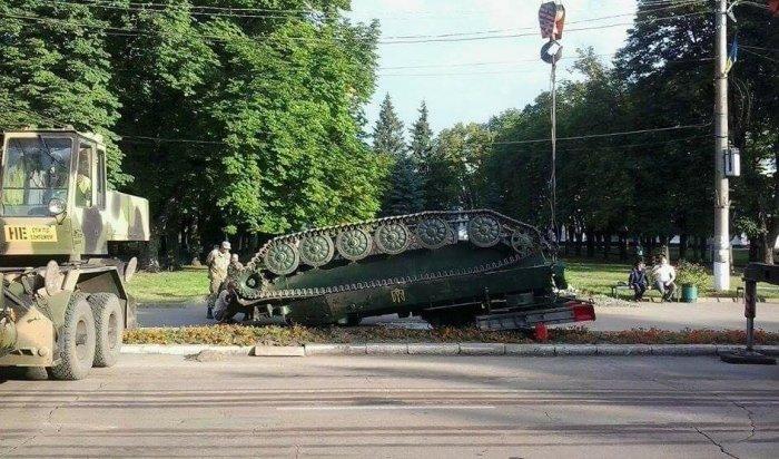 НаУкраине после парада перевернулся зенитно-ракетный комплекс