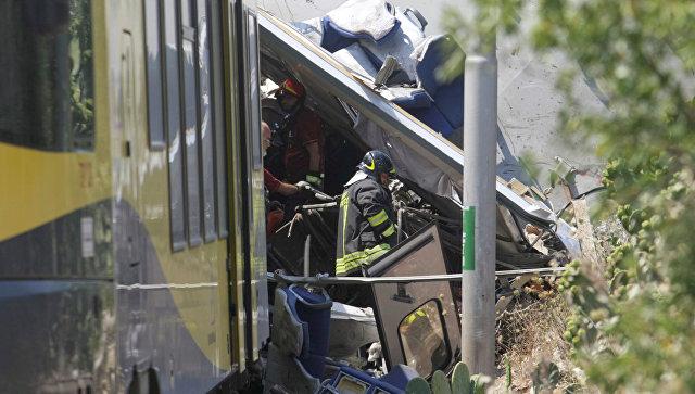 Два пассажирских поезда столкнулись наюге Италии