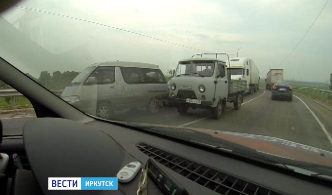 В Усольском районе из-за ремонта путепровода образовалась пробка почти из сотни машин