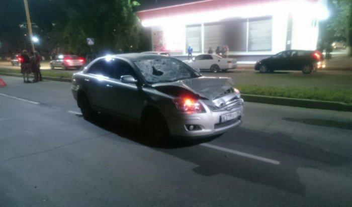 В Шелехове автомобиль насмерть сбил 22-летнего молодого человека