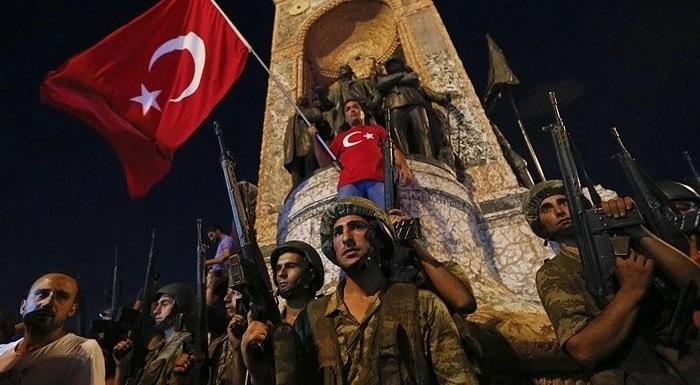 Вовремя военного мятежа вТурции погибли 265человек