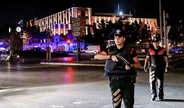 Турецкие полицейские задержали мятежников ваэропорту Стамбула