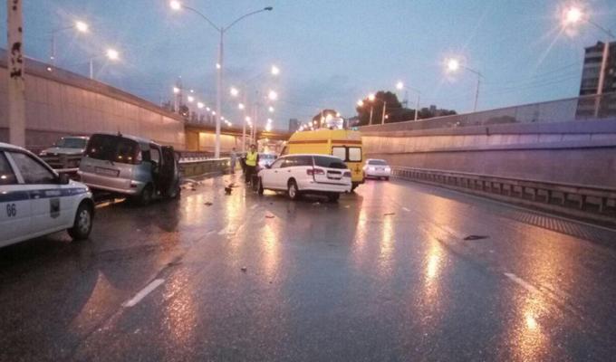 В Иркутске на Академическом мосту в результате столкновения двух машин погиб водитель