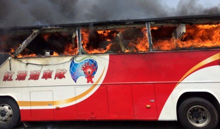 ВТайване взагоревшемся туристическом автобусе погибли 26человек
