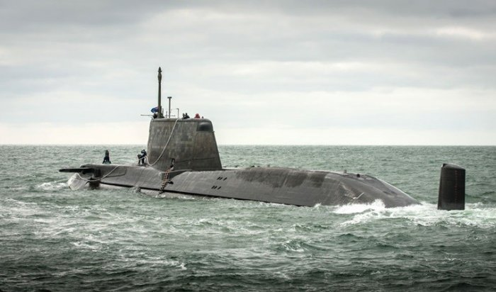 Британская подлодка столкнулась сторговым судном уберегов Гибралтара