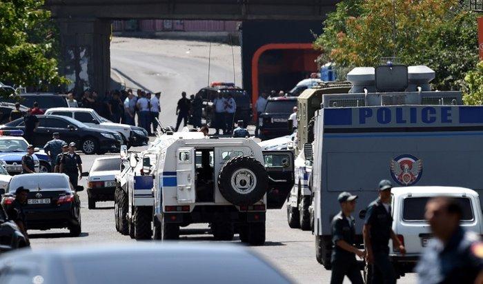 Около 30 человек задержаны в Ереване в районе захваченного полицейского участка