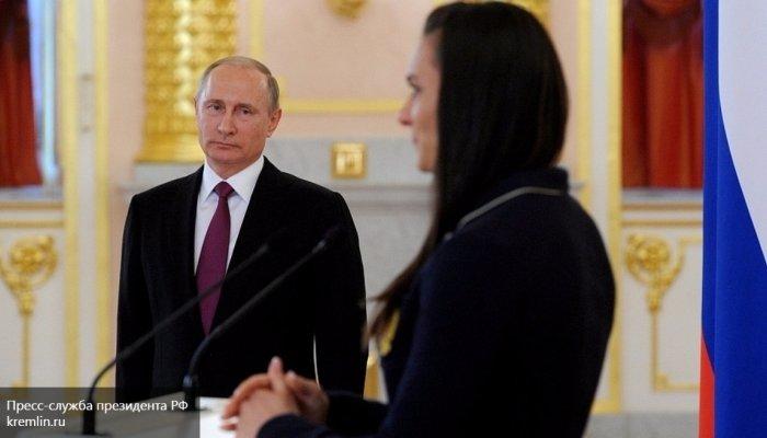 Спортсменка Исинбаева расплакалась навстрече сПутиным
