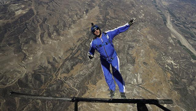 ВСША скайдайвер прыгнул без парашюта свысоты 7,6километра